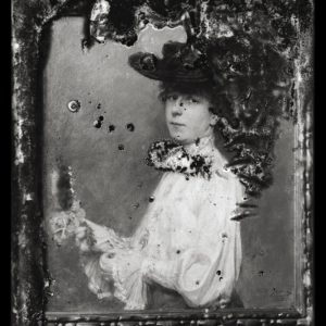 Dame mit Hut©Fotografische Sammlung Schloss Kummerow