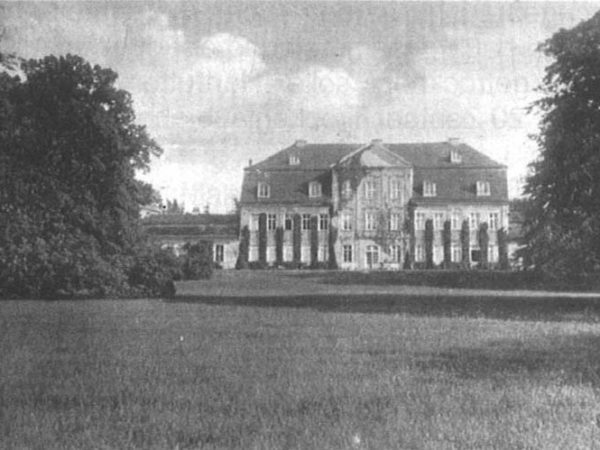 Kummerow Castle - Garden view (Source: 750 years kummerow - Festschrift, 2005)